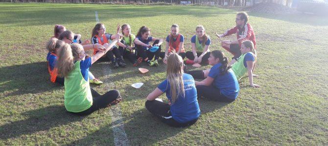 DFB-Mobil zu Besuch bei den U15-Mädchen